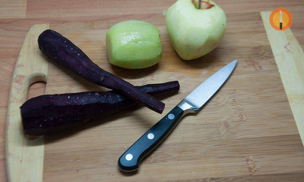 My Wusthof paring knife: a great knife to carve vegetables.